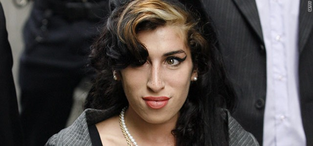 Amy Winehouse dead! One of the best soul singer in the world dies for heavy problems with drugs. Let's remember...